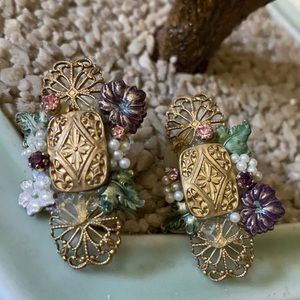 Vintage Art Deco earring